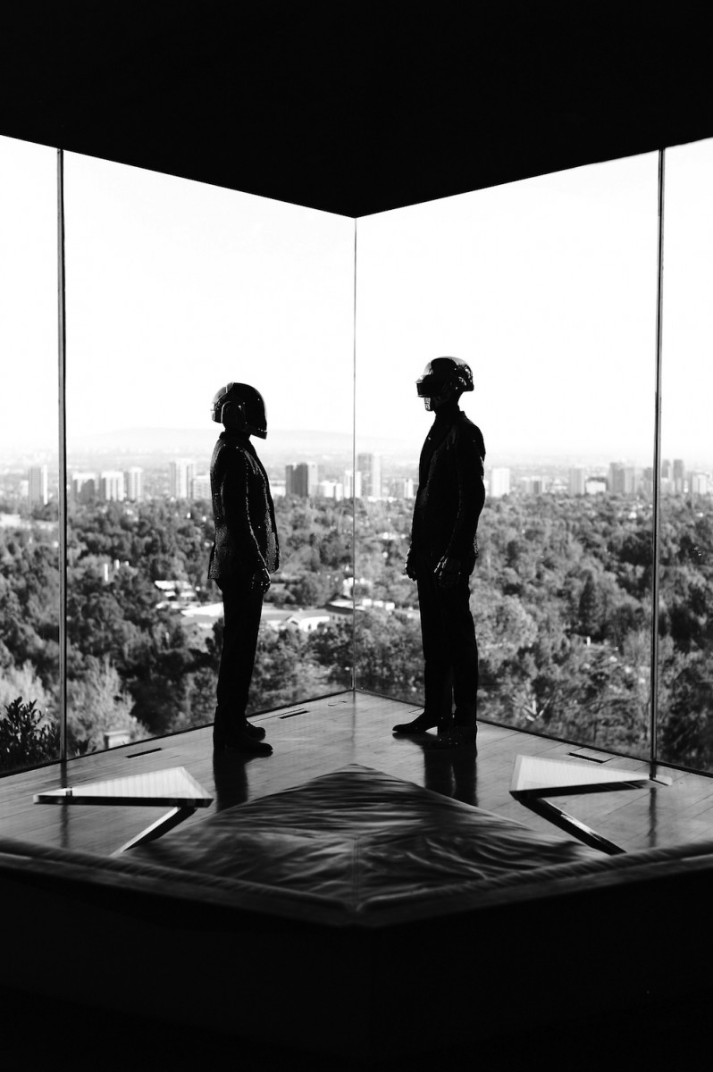 Daft-Punk-and-Milla-Jovovich-4-798x1200