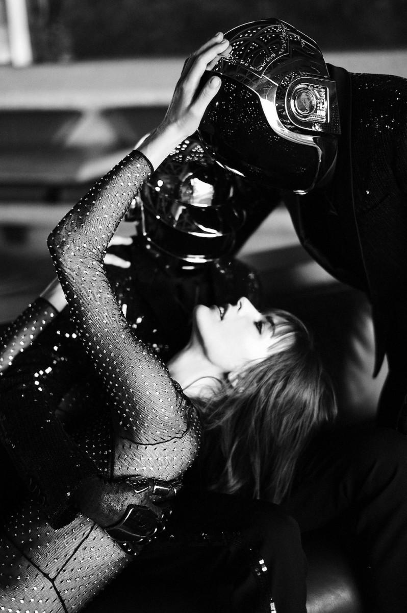 Daft-Punk-and-Milla-Jovovich-6-798x1200