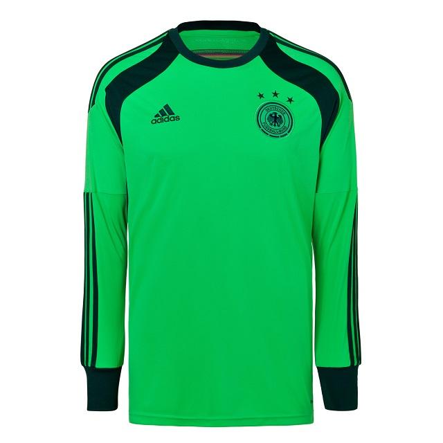 DFB-Fanshop präsentiert das neue Trikot (1)