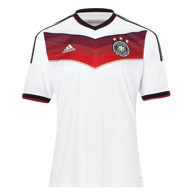 DFB-Fanshop präsentiert das neue Trikot (2)